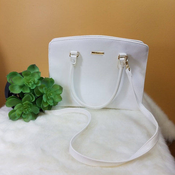 Liz Claiborne Handbags - Liz Claiborne white shoulder/ handbag